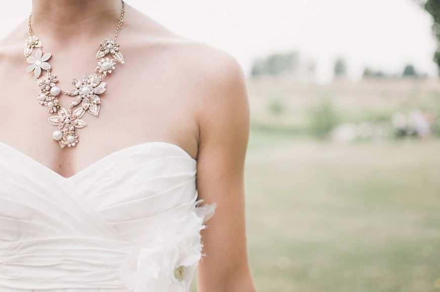 Projekt sukni ślubnej